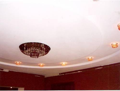 Многоуровневый потолок из